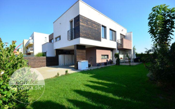 PREDANÉ - ROVINKA, 4-i dom, 128 m2 - tehlová NOVOSTAVBA moderného domu, EKOLOGICKÝ, výnimočne svetlý a priestranný dom