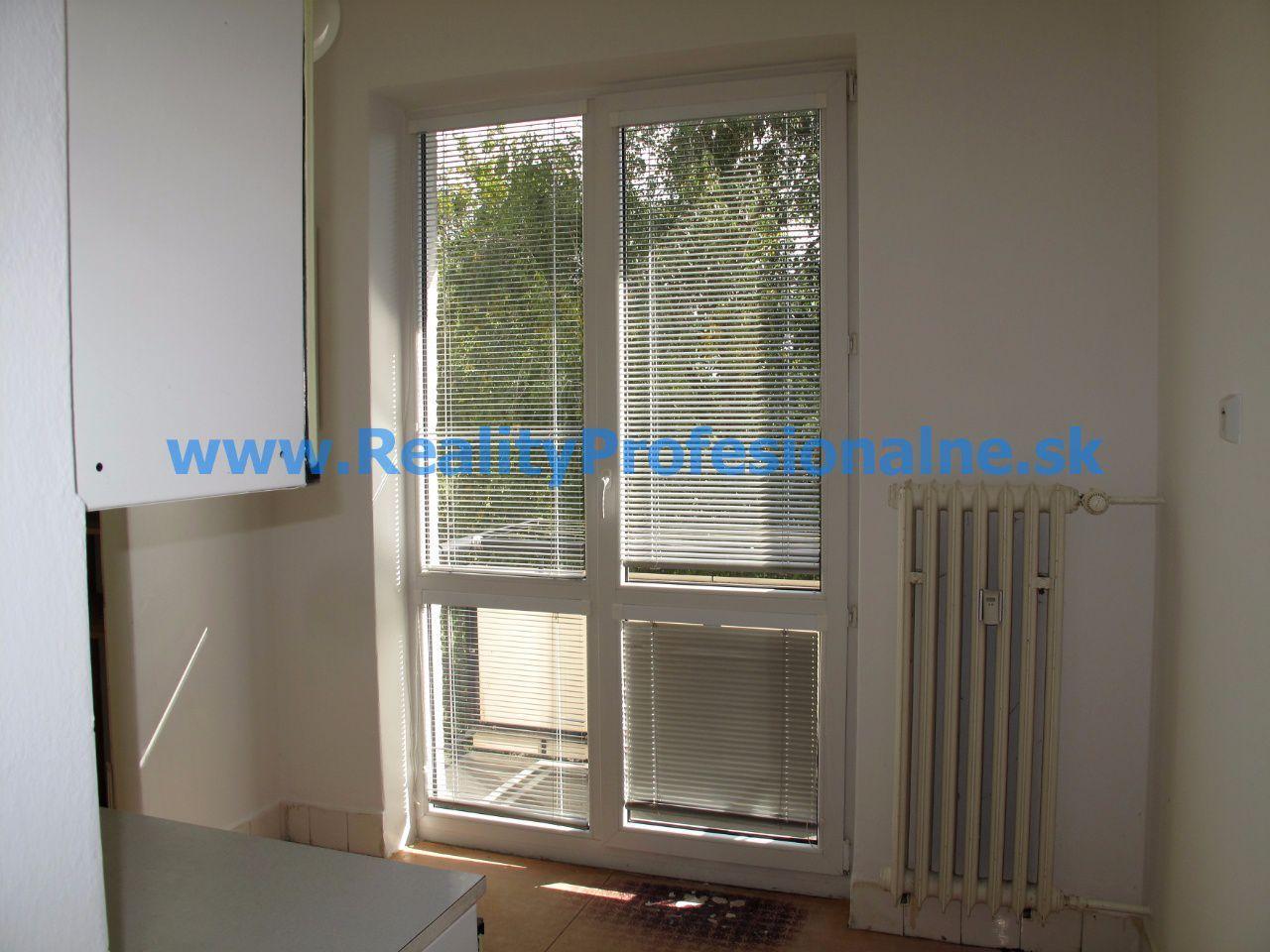 PREDANÉ ZA 30 DNÍ: Chcete bývať v najkrajšej lokalite Bratislavy? 2 izbový tehlový byt v Ružinove je na predaj a okamžite k dispozícii