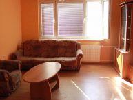 REALFINANC - Priestranný 2.-izb. byt s lodžiou po rekonštrukcii, nepriechodné izby, zatepl. bytovka, sídl. HLINY neďaleko centra mesta