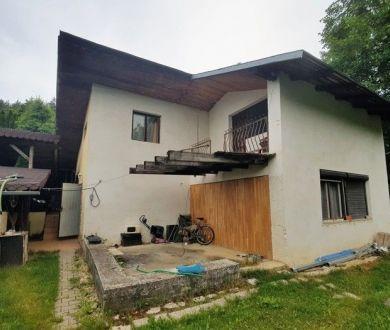 Ponúkame na predaj rekreačnú chatu v Belušských Slatinách, 300 m2.