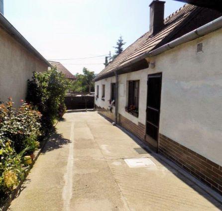 StarBrokers -   PREDAJ - Starší rodinný dom v tichej lokalite Lamač, ul. Segnáre