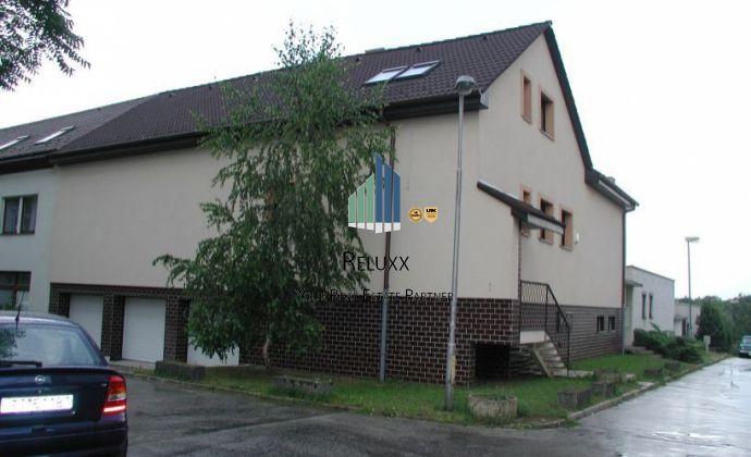 Trnava Spartakovská u. prenájom 7 izbového rodinného domu 2 x samostatné byty + prenajom 5 x garážovych miest.