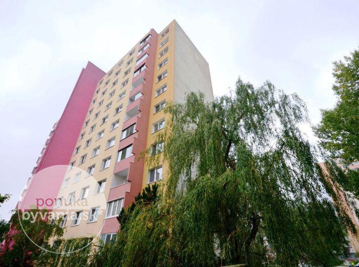 PREDANÉ - POVAŽANOVA, 1-i byt, 38 m2 - príjemný byt vo VÝBORNOM stave, zelená lokalita, PLASTOVÉ OKNÁ, nové dvere