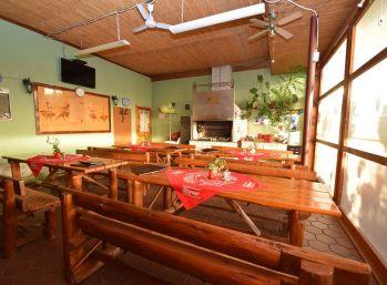 Reštaurácia /ubytovanie,veľký pozemok,krytá terasa /okr. Nové mesto n.V.