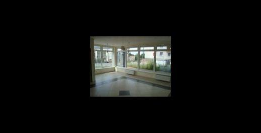 Na prenájom alebo predaj obchodný priestor o výmere 64m2, lokalita Senec.