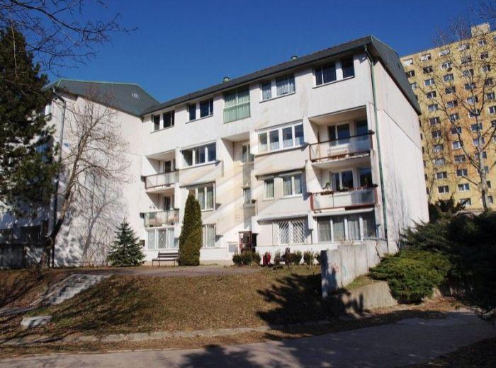 PREDANÉ - TALICHOVÁ – DÚBRAVKA, 1-i byt, 40 m2 – udržiavaný pôvodný stav V TICHEJ A PRÍJEMNEJ LOKALITE