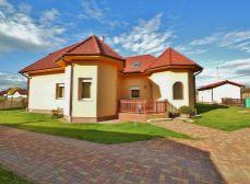 Predaj 6i RD v Levéli; 705 m2 pozemok