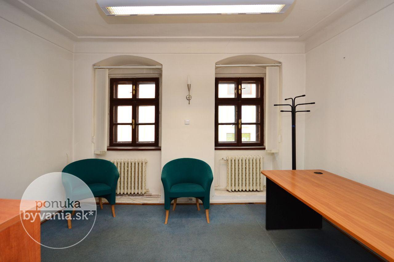 ponukabyvania.sk_Na vŕšku_kancelárie_archív