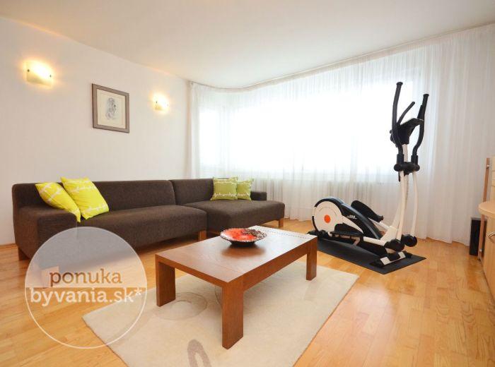 PREDANÉ - MARTINENGOVA, 4-i byt, 102 m2 - kompletne zrekonštruovaný byt s GARÁŽOVÝM státím, svetlý a VÝNIMOČNE PRIESTRANNÝ, blízko HORSKÉHO PARKU