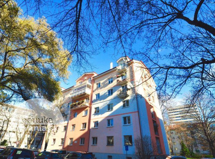 PREDANÉ - KVETNÁ, 2-i byt, 70 m2 – novostavba - nadstavba, VLASTNÝ KOTOL, byt so slnečným  BALKÓNOM a nerušeným VÝHĽADOM NA MESTO