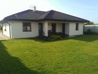 REALFINANC - DOPORUČUJEME Vám LUXUSNÚ NOVOSTAVBU rodinný domu - vila - typ bungalov  v obci Boleráz, mimo hlavnej cesty