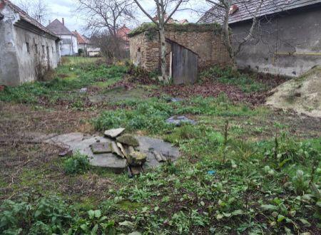 Stavebný pozemok-Nedanovce na predaj