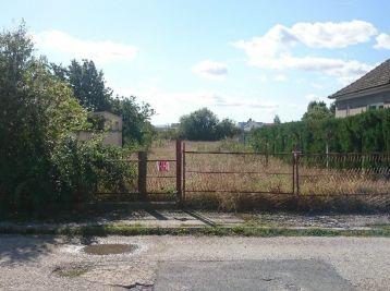 Stavebný pozemok 1413m2,  18,e / m2,  Pobedim,  pri Piešťanoch