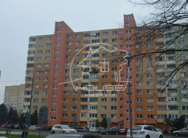 PREDAJ: priestranný, 3 izb. byt s výmerou 79m2, 2x lodžia v Bratislave V, Petržalka, Námestie Hraničiarov.