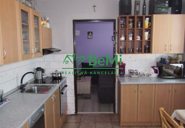 Predáme 3 izbový byt - Zlaté Moravce (436-113-AFI)
