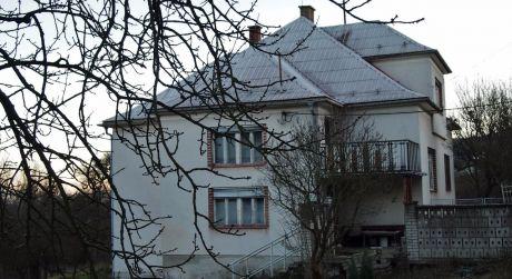 Na predaj rodinný dom 6 + 2 + gazdovstvo, 2.910 m2, Bzince pod Javorinou - Cetuna.