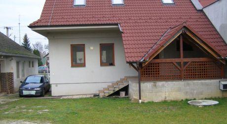 Zrekonštruovaný rodinný dom - Kuzmice