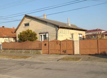 Reality Štefanec /ID-10137/ Veľký Meder, 3 izb. RD na predaj s pozemkom 1.456 m2 Lipová ul., cena: 43.700,-€. Možná dohoda..