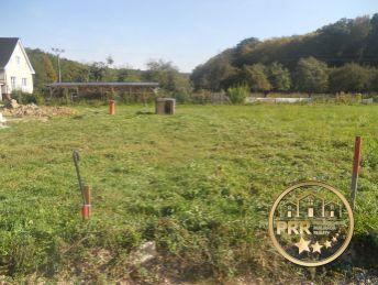 Predaj  pozemku 717m2 v obci Prusy s možnosťou výstavby RD.