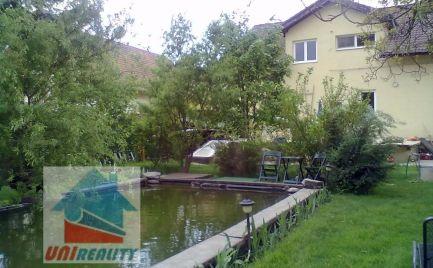 TOPOĽČANY - Dvojgeneračný rodinný dom s lesoparkom 1393m2
