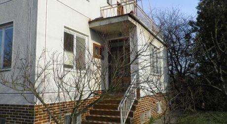 Na predaj rodinný dom v obci Kamenín