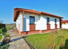5i bungalov s 1.252 m2 pozemkom , novostavba, Halászi