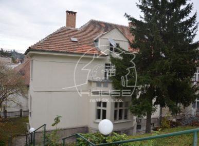 PREDAJ: 5 izbový jedinečný byt, výmera 148 m2 vo vile v Starom meste s krásnym pozemkom