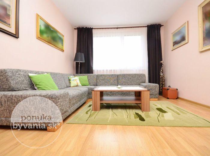 PREDANÉ - MEDVEĎOVEJ, 3-i byt, 70 m2 - REKONŠTRUOVANÝ svetlý byt, ZAČIATOK Petržalky, na skok do CENTRA