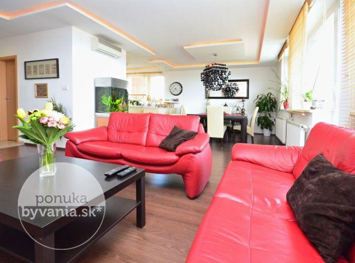PREDANÉ - NÁM. HRANIČIAROV, 3-i byt, 120 m2 – priestranný moderný TEHLOVÝ byt v NOVOSTAVBE, s TERASOU i balkónom
