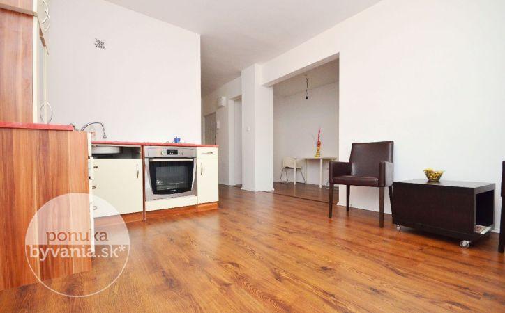 PREDANÉ - SVÄTÝ JUR - PRI ŠTADIÓNE, 3-i byt, 68 m2 - svetlý byt so zaujímavou dispozíciou, NÁDHERNÉ VÝHĽADY