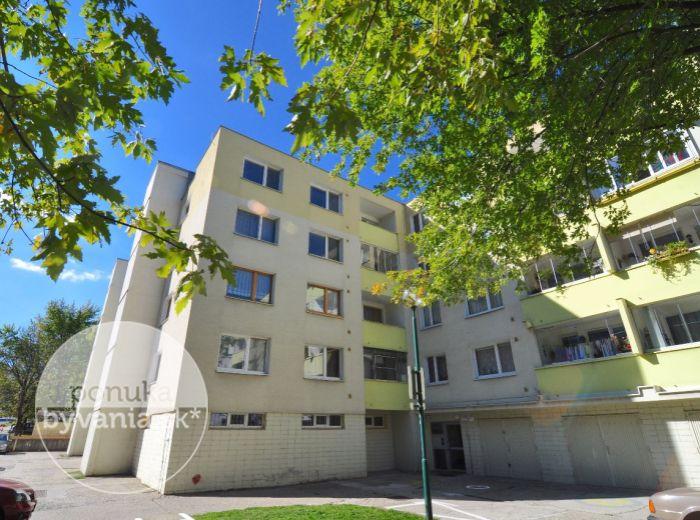 PREDANÉ - DROBNÉHO, 4-i byt, 82 m2 – nízkopodlažná bytovka obklopená zeleňou, rekonštrukcia, ORIENTÁCIA NA 3 SVETOVÉ STRANY