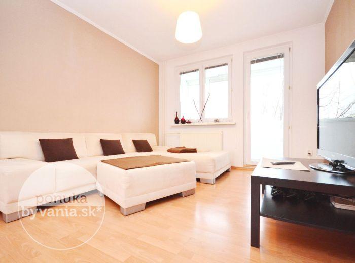 PREDANÉ - LATORICKÁ, 3i-byt, 83 m2 - výnimočne priestranný, moderný, KOMPLETNE REKONŠTRUOVANÝ, nízkopodlažná ZATEPLENÁ bytovka