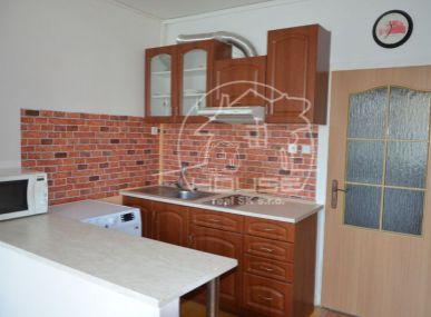 PREDAJ: priestranný 2 izbový byt s výmerou 42 m2 v Malackách sídlisko Juh, ul. D.Skuteckého