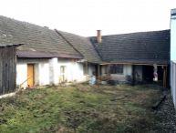 REALFINANC - DOBRÁ CENA !! Na predaj 2.-izb. rodinný dom, pekný pozemok 1090m2, všetky siete, tichá ulička, obec Naháč