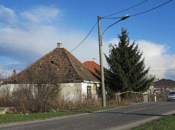 Pozemok 4.037m2 so starým rodinným domom - Dubovany