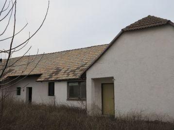 3. izbový dom v pôvodnom stave - Veselé