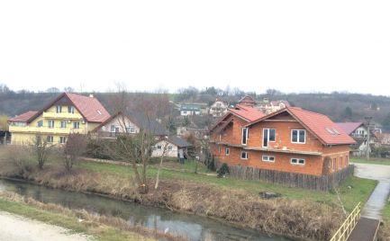 Rozostavaný penzión rodinného typu v Ratnovciach pri jazere Sĺňava.