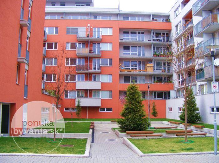 PRENAJATÉ - NA KRIŽOVATKÁCH - Trnávka, 3-i byt, 103 m2 - zariadený byt v NOVOSTAVBE, s TERASOU a BALKÓNOM, 4.p./5, vrátane GARÁŽOVÉHO STÁTIA