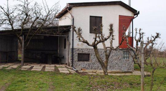 Na predaj viničný domček+orná pôda Farná!