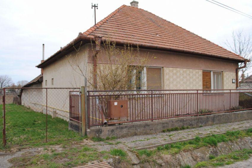 Predaj Rodinné domy Farná-1