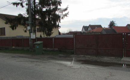Pozemok na predaj v strede obce Horná Potôň