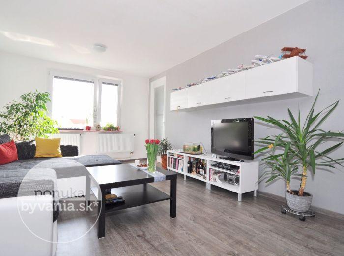 PREDANÉ - ŠAMORÍN, 3-i byt, 72 m2 – svetlý byt v CENTRE MESTA, samostatný šatník, NÍZKE NÁKLADY