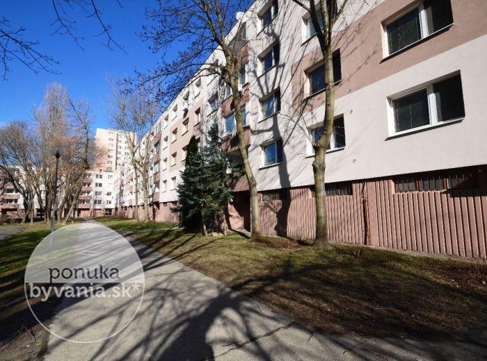 PRENAJATÉ - MAMATEYOVA, 2-i byt, 55 m2 - ZAČIATOK PETRŽALKY, čiastočne zariadený, NÍZKODPODLAŽNÝ bytový dom, KLIMATIZÁCIA