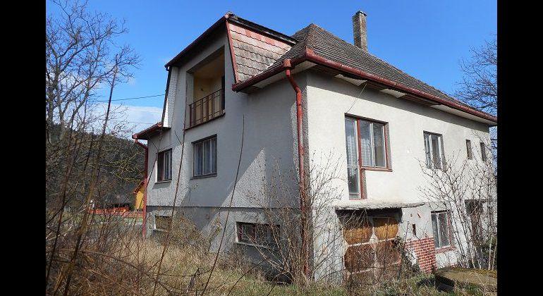 Dvojgeneračný 5-izb. rodinný dom, Neporadza, 1138 m2