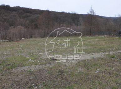 PREDAJ: pozemok v obci Borinka, vhodný na stavbu RD
