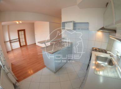 PREDAJ: priestranný, 3 izb. tehlový byt s výmerou 65 m2 v tesnej blízkosti centra Bratislavy, BA I Staré mesto, Pražská ul.