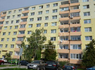 PREDAJ: priestranný, 3 izb. byt s výmerou 69 m2 s lodžiou v Bratislave II, časti  Podunajské Biskupice, Lotyšská ulica