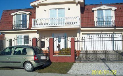 Pekný 4-izbový rodinný dom na predaj v obci Báč