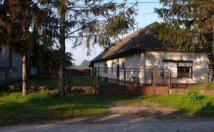 Starší rodinný dom na predaj v obci Lúč na Ostrove