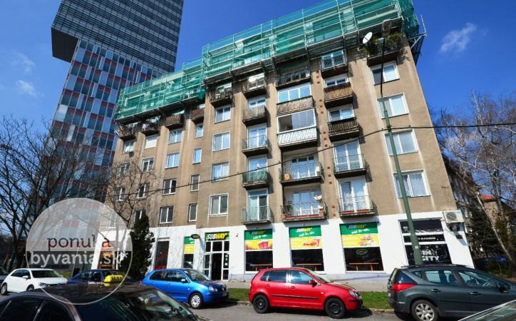 PREDANÉ - PÁRIČKOVA, 3-i byt, 81 m2 - lokalita 500 BYTOV, dobrý pôvodný stav, PLASTOVÉ OKNÁ, drevené parkety
